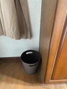 コロナ対策で玄関に置くもの。ゴミ箱。